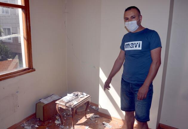 Avcılar'da Gölcük Depremi'nde hasar gören apartman 21 yıl sonra yıkıldı