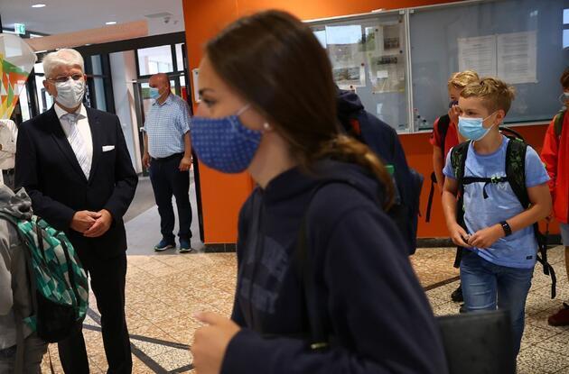 Almanya'da alarm: Koronavirüs testi pozitif çıkan 46 kişi bulunamıyor