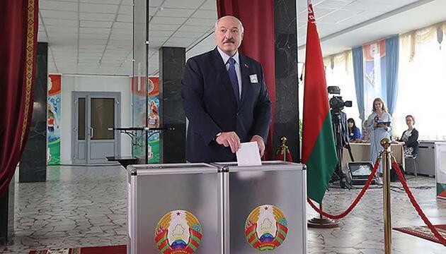 Son dakika... Lukaşenko: Ben öldürülmediğim sürece, seçimler yenilenmeyecek