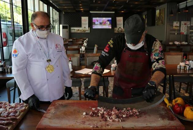 Virüse karşı Adanalı ustalardan 'Korona Kebap'