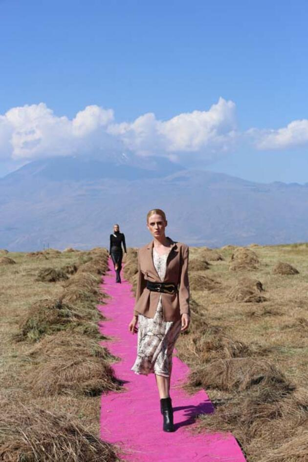 Ağrı Dağı eteğinde moda şov