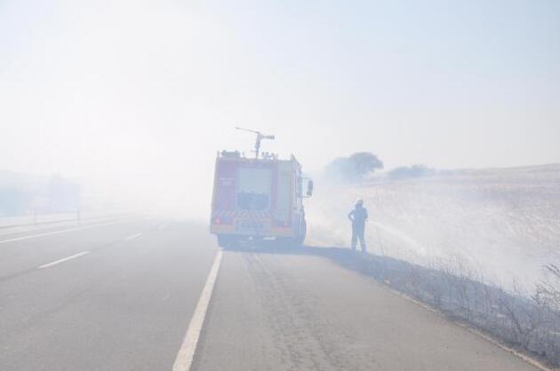 Son dakika haberleri.. Anız yangını sürücülere zor anlar yaşattı