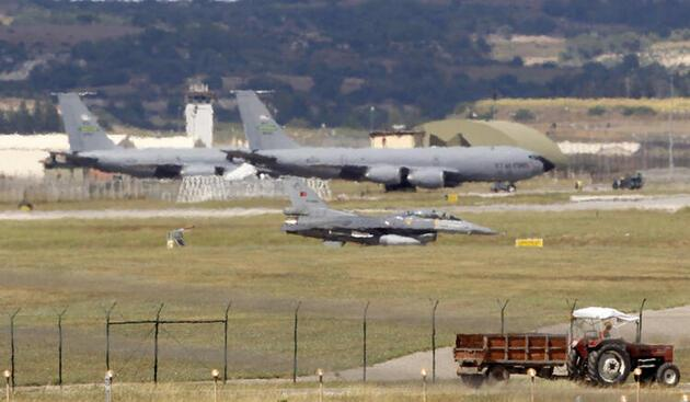 Son dakika... Yunan uçaklarına eşlik ettiler: ABD'nin B-52'leri Ege semalarında