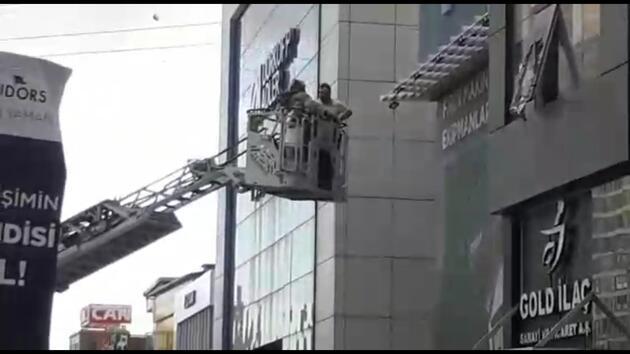 İlaç firmasında yangın; Mahsur kalanları itfaiye kurtardı