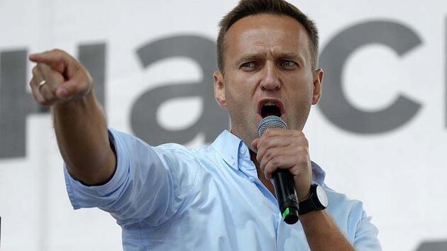 Son dakika... Navalny tedavi gördüğü hastanede yürüdüğü bir fotoğrafı paylaştı
