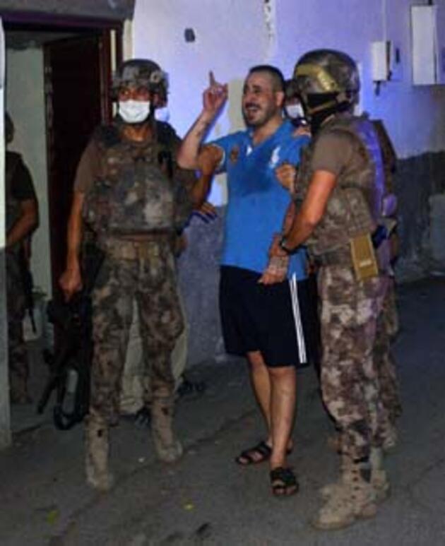 Husumetlisini vurup intihara kalkıştı, özel harekat polisinin operasyonuyla yakalandı