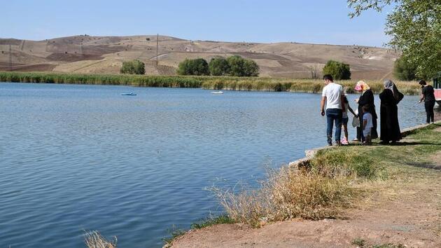 Salgın sürecini riskten uzak geçirmek isteyenlerin yeni adresi: Hafik Gölü