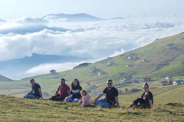 Bulutların üzerindeki yayla, ziyaretçilerini cezbediyor