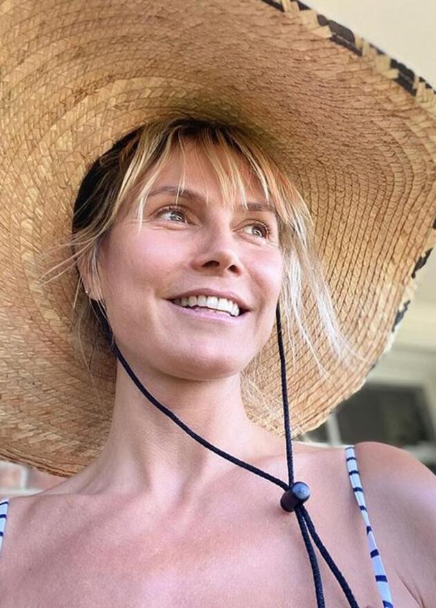 Heidi Klum, havuz başında üstsüz güneşlendi