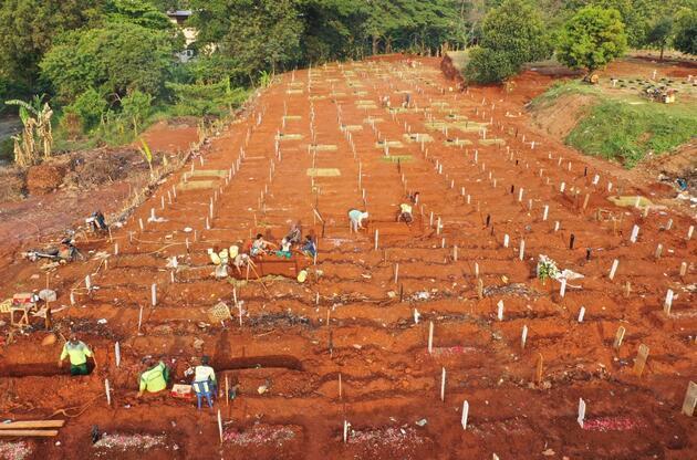 Endonezya'da ikinci dalga alarmı: Mezarlık alanları genişletiliyor