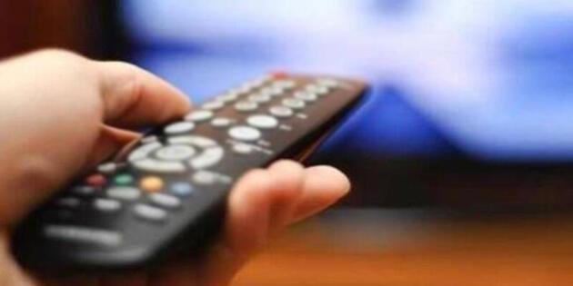 Galler'de bir köyde her sabah internetin eski bir televizyon yüzünden kesildiği ortaya çıktı