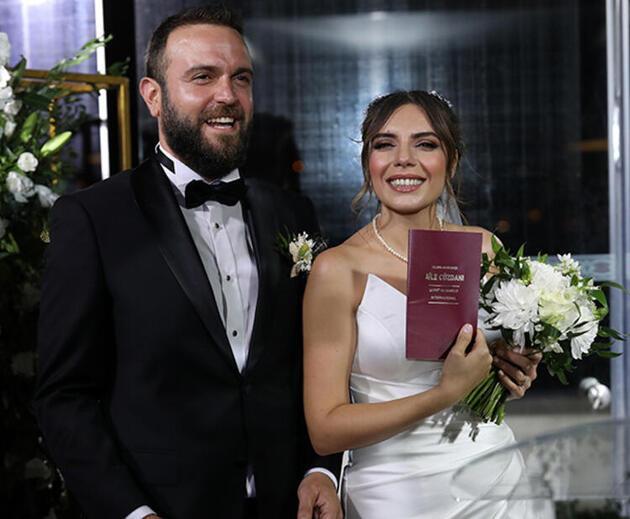 Düğün pozu! Berkan-Özgenur Cönger'in nikahına ünlü isimler akın etti