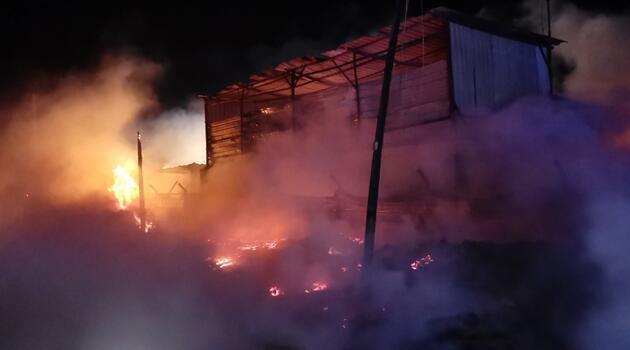 Kocaeli'de palet fabrikasında yangın