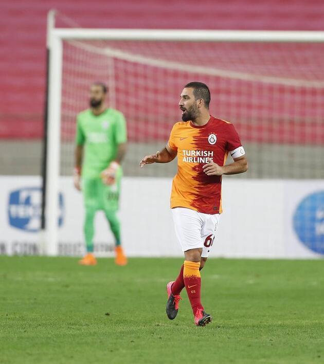 Derbi öncesi son dakika... İşte Galatasaray ve Fenerbahçe'nin 11'leri