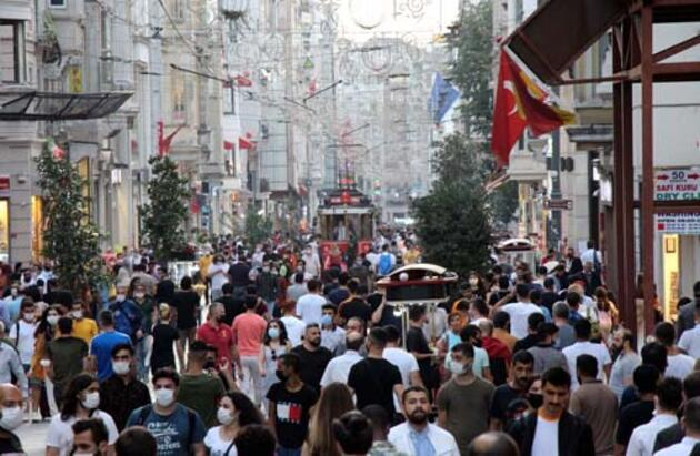 İstiklal Caddesi'nde bu akşam adım atacak yer kalmadı