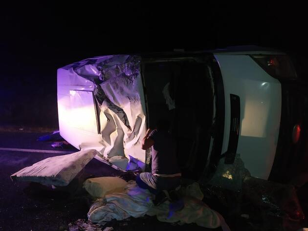 Siverek'te, şarampole devrilen minibüsteki 7 kişi yaralandı