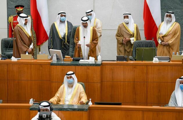Kuveyt'in yeni emiri olan Şeyh Nevvaf yemin etti