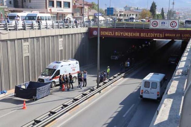 Köprülü kavşaktan atlayan ve üzerinden kamyonet geçen genç öldü