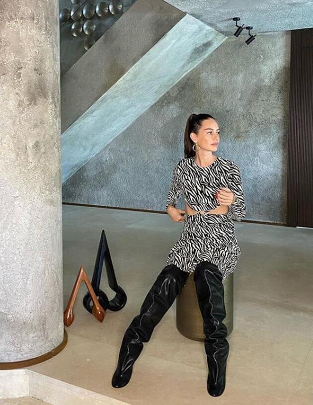 Yasemin Özilhan çizmeleriyle sosyal medyayı salladı