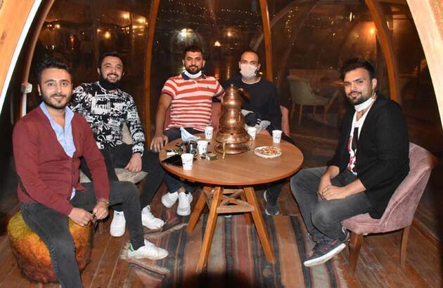 Sosyal mesafeli 'fanus kafe'! Pandemi döneminde talep arttı