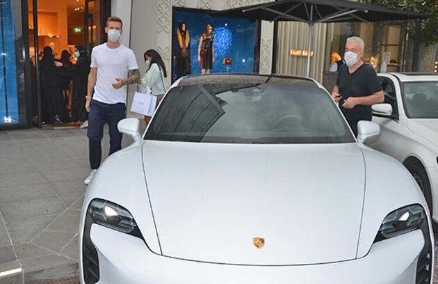 Serdar Aziz lüks aracıyla görüntülendi