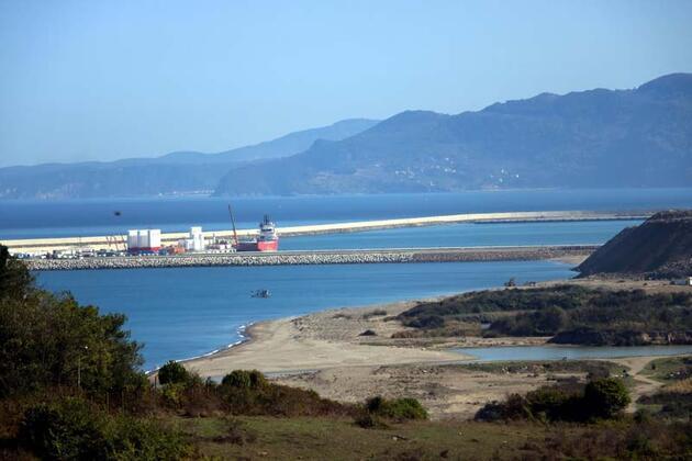 Doğalgaz rezervinin karadaki üssü Filyos limanında hummalı çalışma