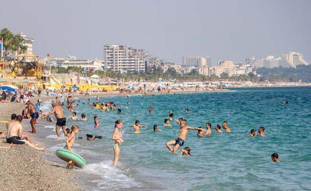 Son dakika... Antalya'da, ekimde deniz ve güneş keyfi