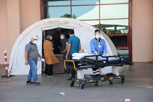 Koronavirüs vaka sayısında yarıya yakın düşüş yaşanan Diyarbakır için 'rehavet' uyarısı