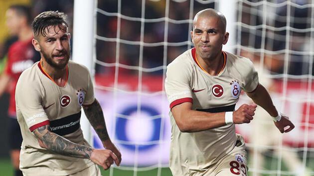Galatasaray'da Feghouli krizi! Isınmaya çıkmadı