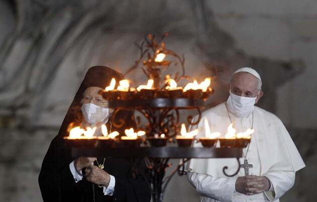 Papa Francis ilk kez maske ile görüntülendi