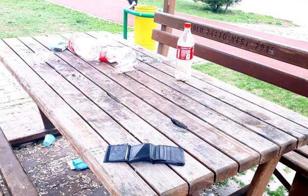 Masada bıraktığı çöpleri toplamak şartını yerine getirdi, unuttuğu kimliğini aldı