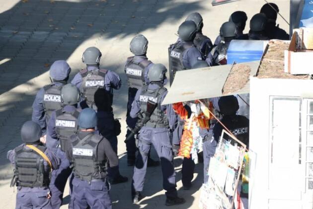 Gürcistan'da bankada silahlı soygun: 19 kişiyi rehin aldı, 500 bin dolar istiyor
