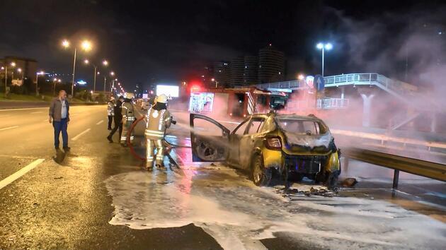 Kadıköy'de seyir halindeki taksi alev topuna döndü