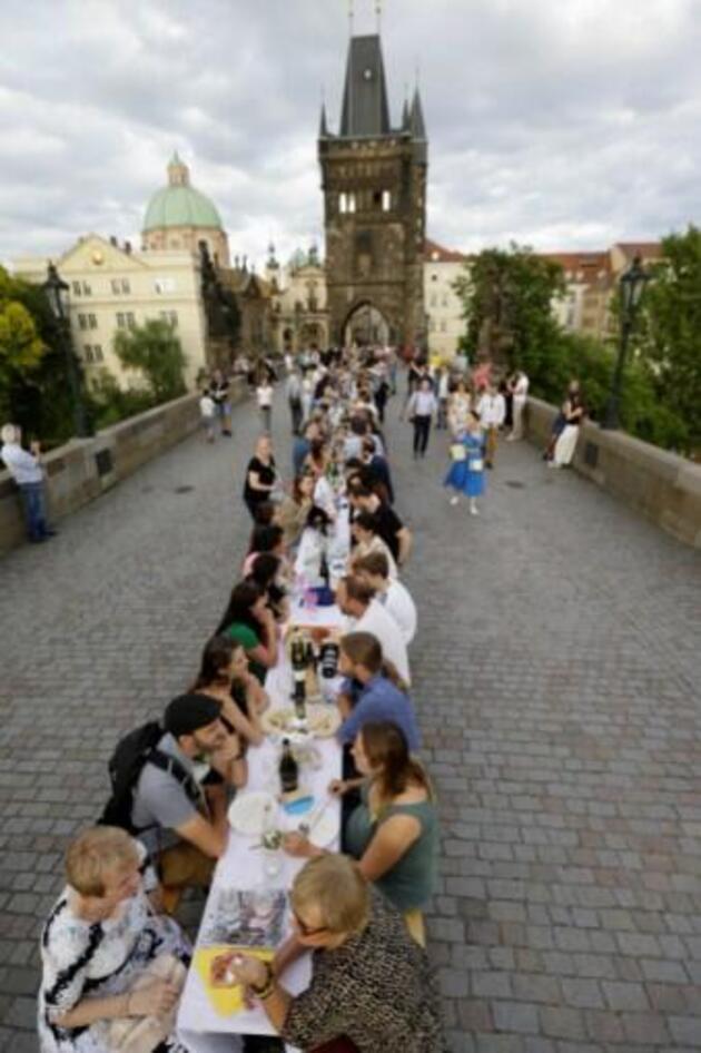 Temmuz'da 'koronavirüse veda' partisi yapmışlardı: Çekya'da yeniden karantina ilan edildi