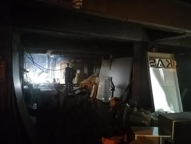 Gebze'de mobilya atölyesi yandı