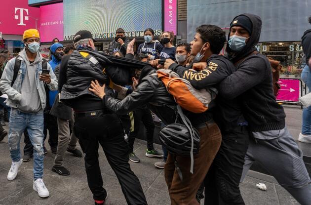 Seçime sayılı günler kala New York'ta Trump destekçileriyle karşıtları birbirine girdi