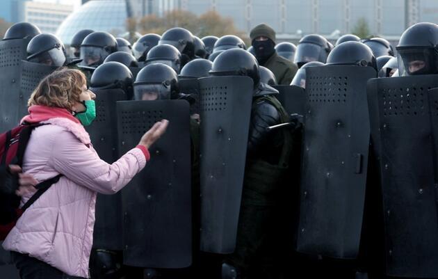 İstifa için verilen süre doldu, Belarus'ta ortalık yine karıştı: 100'den fazla gözaltı