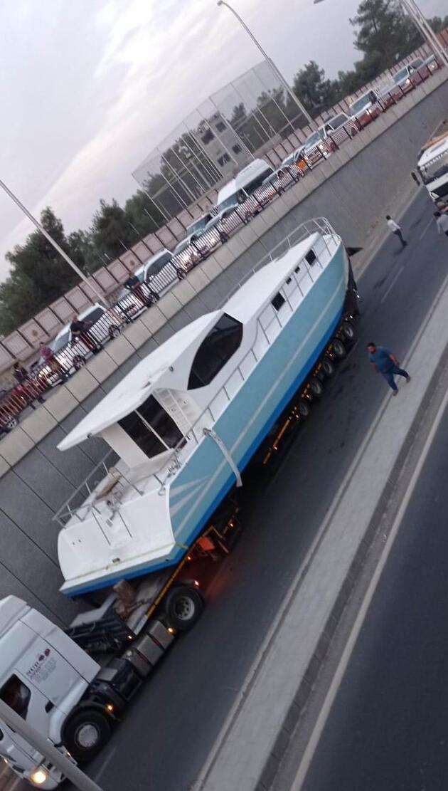 Denizi olmayan Diyarbakır'da tekne mahsur kaldı