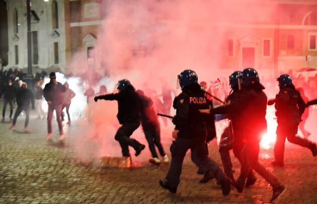 İtalya'da yeni kısıtlamalar geldi, ünlü meydanlar savaş alanına döndü!