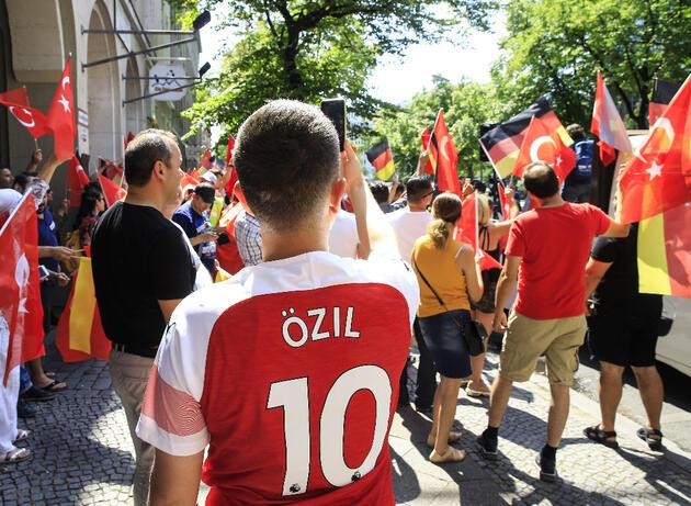 Mesut Özil'e 'Çin işkencesi'