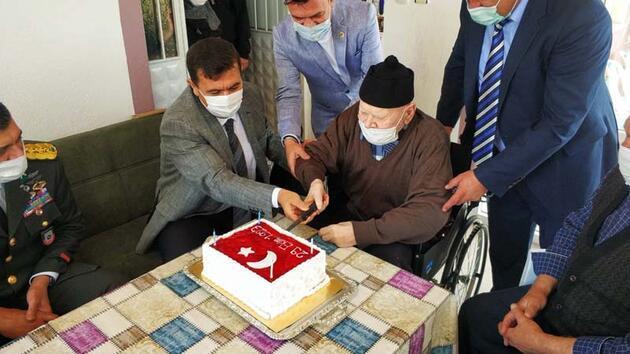 Cumhuriyetle yaşıt Mehmet dedeye doğum günü sürprizi