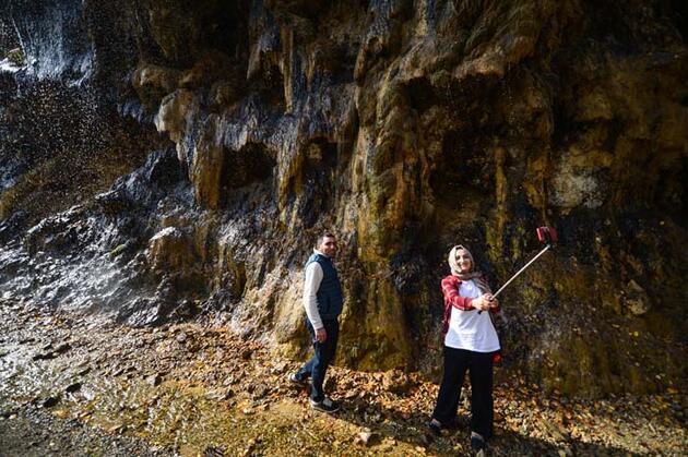 Pülümür Vadisi'ndeki 'Ağlayan Kayalar' doğa tutkunlarını cezbediyor