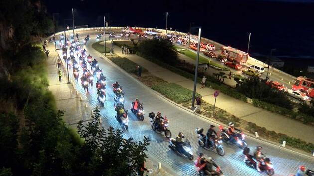 Mobil fener alayı ile 29 Ekim kutlaması