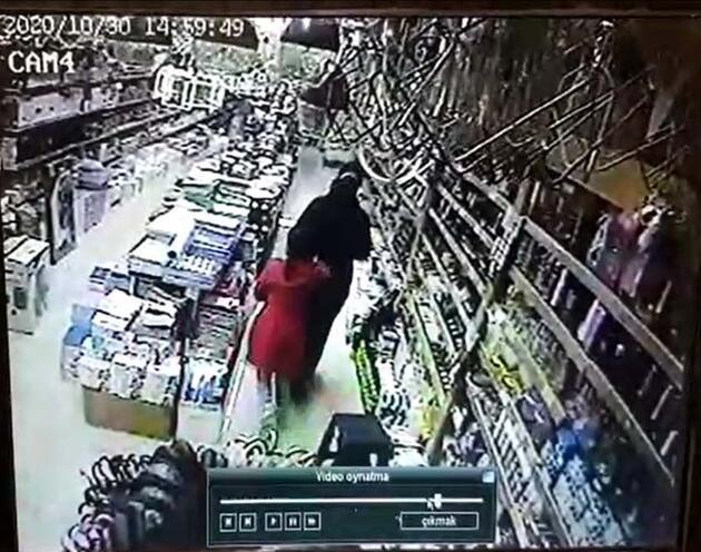 Son dakika... Deprem sırasında vatandaşların kaçış anı kamerada