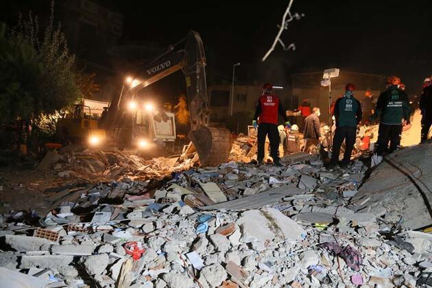 Son dakika haberi... İzmir'de depremdeki enkazdan 17 saat sonra kurtarıldı