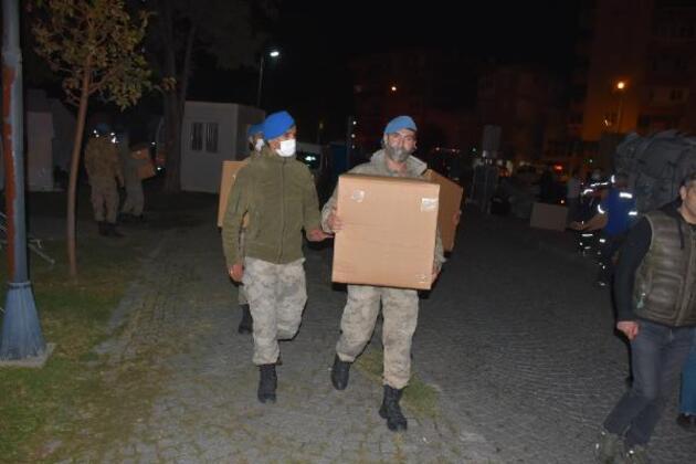 İzmirliler depremden sonra geceyi sokakta geçirdi