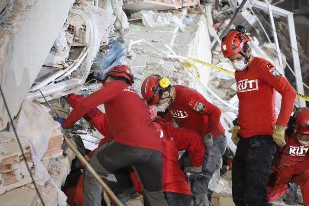 Emrah Apartmanı'nda 21 kişiyi arama-kurtarma çalışmaları devam ediyor