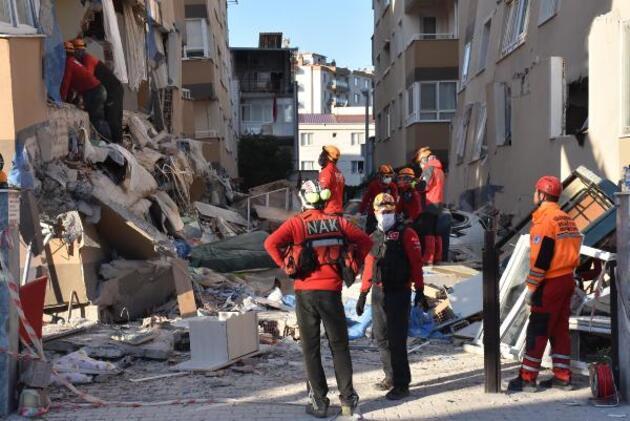 2 katı çöken Barış Sitesi'nde kurtarma çalışmaları sürüyor