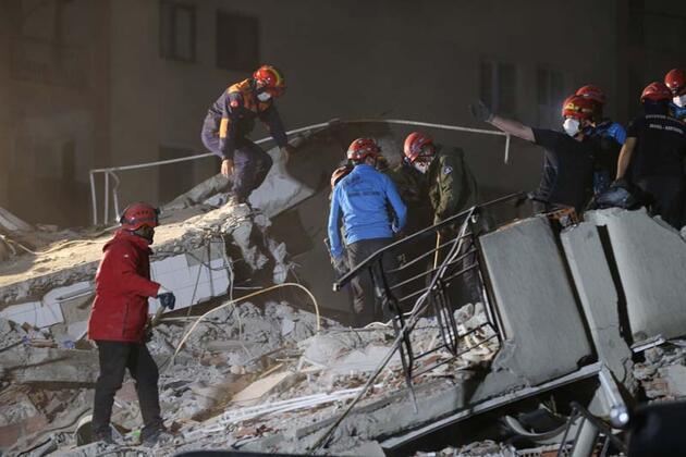 Son dakika haberi... İzmir'de 33'üncü saatte mucize kurtuluş