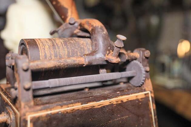 Tam 3 ayda tamamlandı! 35 kilo çikolatayla 113 yıllık gramofonun aynısını yaptı